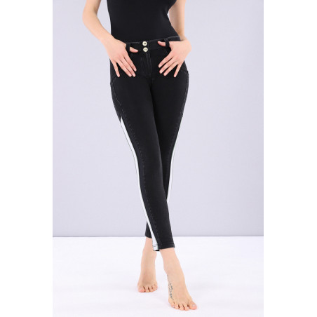 WR.UP® Denim Effect - Regular Waist Skinny - 7/8 Lenght - Contrast Striping - J7N - Black